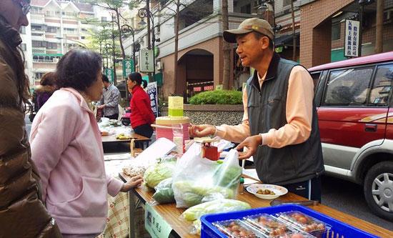 【農友相見歡】第一次社區農夫市集,反應熱烈!!