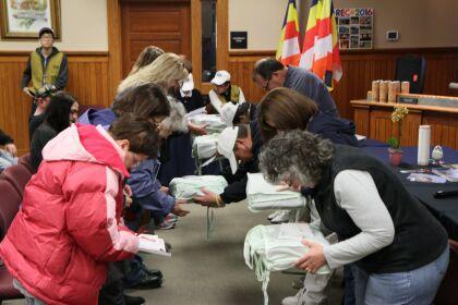 海外慈濟災區發放「愛循環」  感動美國市長捐款「善足跡」