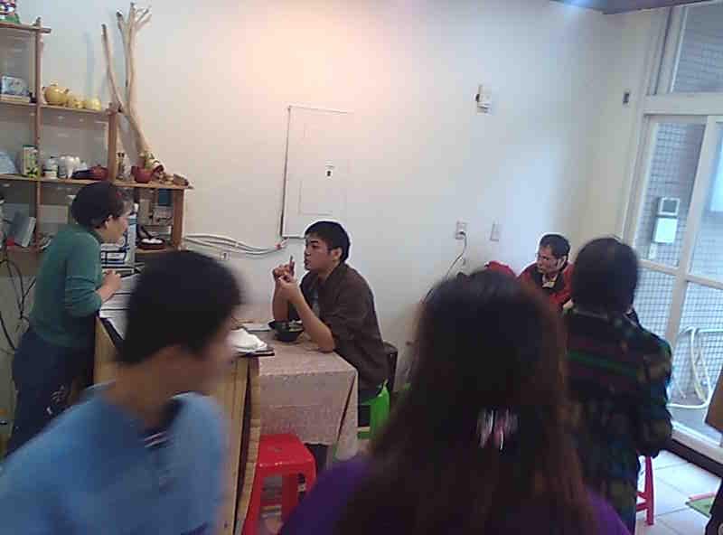 共生家園動態 :  試營運首週日中午 麵食館滿座 !