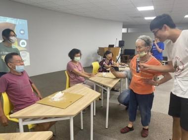 【08/03   三和里社區照顧關懷據點活動   當我們黏在一起】