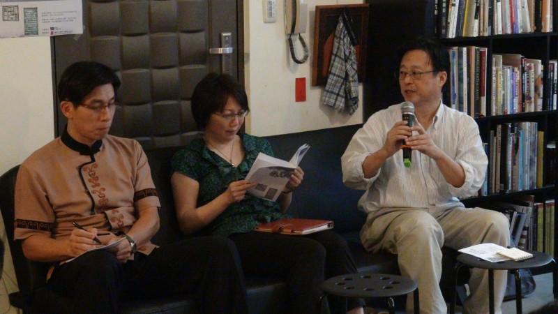 圖說:場次五討論社會學與公共參與及外省族群的相關議題,主持人張茂桂老師發言,介紹對談人。