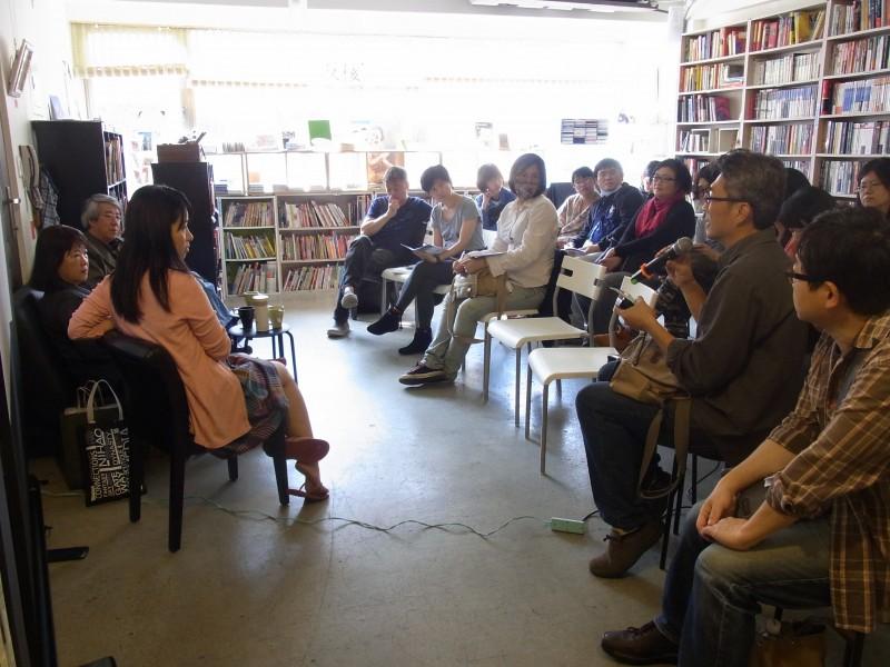 圖說:場次四「文學與紀錄片中的眷村」觀眾,亦即第二場對談人李俊賢提問。