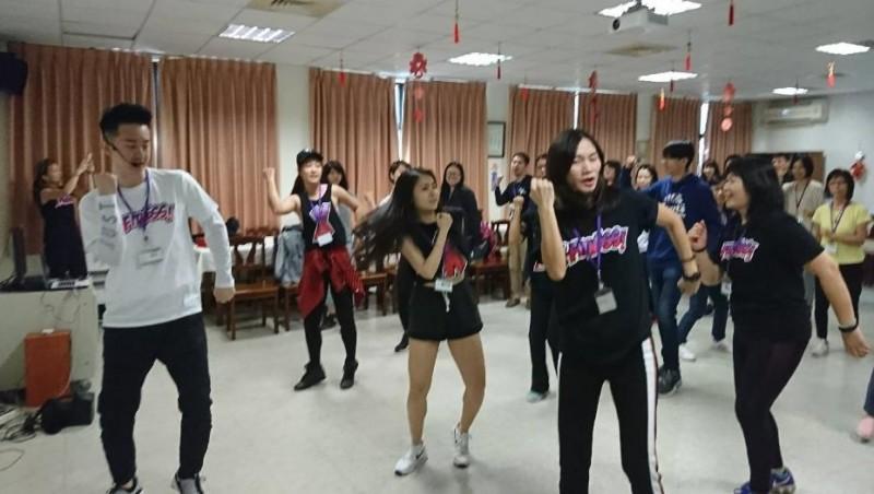 舞動聖誕,爺奶也瘋狂 「友夢不老圓夢計畫」系列報導