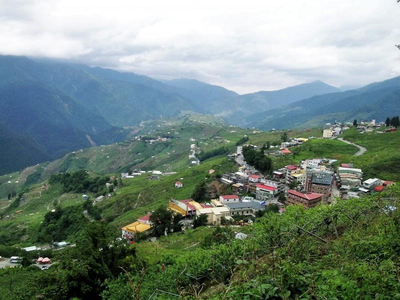 台灣山區溫帶農業造鎮大開發的環境禍患與轉機