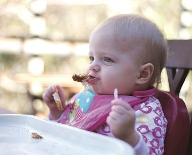 腳跨桌上用手吃飯?從以色列小孩談規矩
