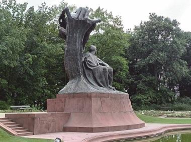 【波蘭三城記】之二:華沙,矛盾的交界點