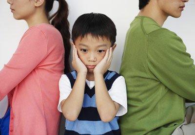 從通靈少女中的「小男孩卡到陰」,看父母衝突下孩子的身心反應