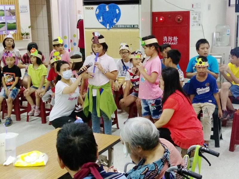 暑期兒童營至長榮養護院志工服務