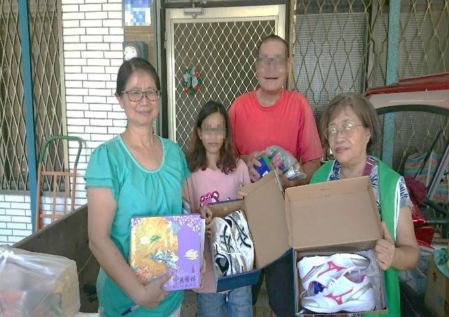 關懷在地的弱勢家庭,並在中秋節前夕,將物資發放到每一位案家手中。
