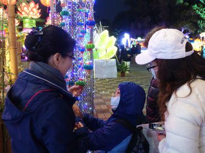 八千寶特瓶打造裝置藝術 環保燈會新穎吸睛
