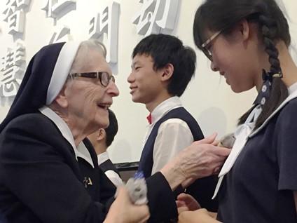 感恩澳洲修女對台灣的愛! 慈濟為92歲安琪拉修女舉行慶生