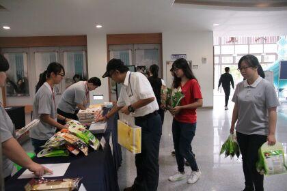 國際志工日慈大師生分享愛   捐贈物資給安得烈銀行