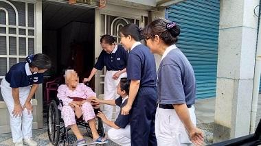 輕度颱風尼莎發布陸上警報  慈濟人走入鄰里關懷鄉親及叮嚀防颱